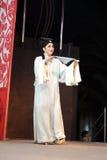 L'attore canta, alambicchi jinyuliangyuan di opera di Taiwan Immagini Stock Libere da Diritti