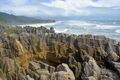 L'attraction touristique principale de la côte ouest - le Punakaiki spectaculaire Images libres de droits