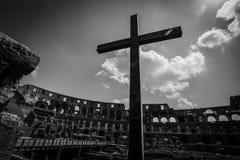 L'attraversare Colosseum, Roma Fotografia Stock Libera da Diritti