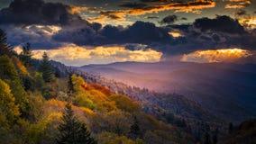 L'aube chez Oconaluftee donnent sur Photo stock