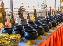 L'aumône-cuvette du moine sur la table image libre de droits