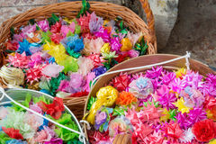 L'aumône fleurit, aumône florale avec des ruban-fleurs pour la cérémonie de classification de Bouddha, photos stock