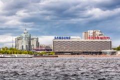 L'AURORE complexe résidentielle et l'hôtel de ST PETERSBURG au remblai de Pirogov, St Petersburg Photo stock