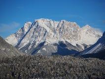 L'Austria, alpi tirolesi Strada al passaggio della felce Paesaggio meraviglioso subito dopo una caduta della neve Immagine Stock
