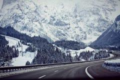 L'Austria, autostrada A10 da Salisburgo a Villaco nell'inverno con Sn Fotografia Stock