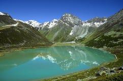 L'Austria, il Tirolo, alpi e lago della montagna Fotografie Stock