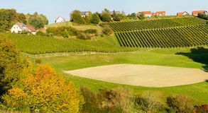 l'austria La regione meridionale di Austria con le piantagioni dell'uva sulle colline Autunno Tempo d'annata fotografie stock libere da diritti