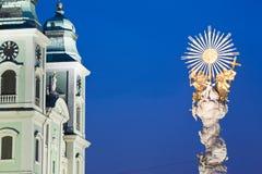 L'Austria, Linz, vecchia cattedrale con la colonna della trinità immagini stock