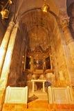L'autel de marbre de chapelle avec des icônes Photo prise par la lentille Fisheye Image libre de droits