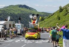 L'automobile del giornale de Mickey - Tour de France 2016 immagini stock libere da diritti