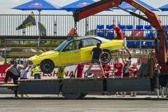 L'automobile di BMW evacua dalla pista immagini stock