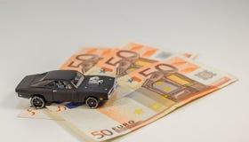 L'automobile di lusso è giocattolo costoso - lotto di costi di soldi Fotografia Stock Libera da Diritti