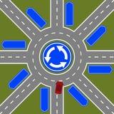 L'automobile entra nella rotonda con parecchie uscite Fotografia Stock Libera da Diritti