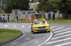L'automobile gialla di Mavic - 2019 Parigi-piacevole fotografia stock libera da diritti