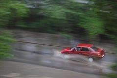 L'automobile guida nella pioggia all'alta velocità Immagine Stock Libera da Diritti
