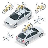 L'automobile isometrica sta trasportando le biciclette sul tetto Trasporto della bici Illustrazione piana di vettore di stile iso Fotografia Stock Libera da Diritti