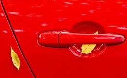 l'automobile lascia il colore rosso Immagini Stock