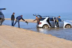 L'automobile rimane incastrata nel mare Mar Nero del ‹Odessa del †del ‹del †Immagini Stock