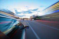 L'automobile si muove alla notte Fotografia Stock Libera da Diritti