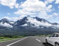 L'automobile sta guidando sulla strada principale ad alta velocità Fotografie Stock Libere da Diritti