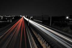 L'automobile stria la notte Immagini Stock