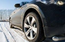 L'automobile su neve fotografia stock libera da diritti