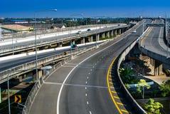 L'autoroute urbaine sont vide Images libres de droits