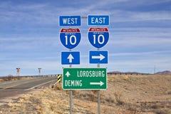 L'autostrada interstatale 10 firma dentro il New Mexico del sud. Fotografia Stock Libera da Diritti