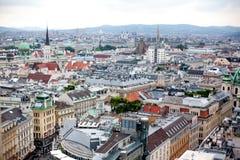 L'Autriche, Vienne, paysage urbain de capitale avec le dôme du palais de Hofburg et la tour de l'église du ` s de St Michael, Mic photographie stock