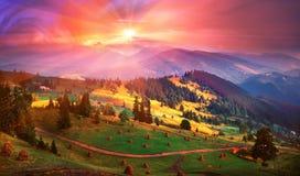 L'autunno è venuto alle montagne carpatiche Immagine Stock