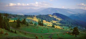 L'autunno è venuto alle montagne carpatiche Immagini Stock
