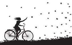 L'autunno viene, guida della ragazza sulla bicicletta e foglie di autunno che cadono, siluetta, in bianco e nero, illustrazione vettoriale