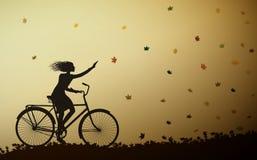 L'autunno viene, guida della ragazza sulla bicicletta e foglie di autunno che cadono, vettore illustrazione vettoriale