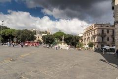 L'avant-cour d'entrée de la cathédrale catholique de Duomo à Messine Photo libre de droits