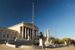 L'avant d'auberge de sculpture de Parlament à Vienne Photo stock