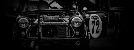 L'avant d'une voiture de course de cru photographie stock