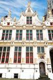 L'avant de la vieille chancellerie à la place de Burg à Bruges photo stock
