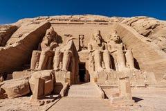 L'avant du grand temple d'Abu Simbel a consacré au Roi Ramesses la seconde maintenant un site d'héritage de l'UNESCO images libres de droits