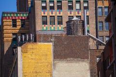 L'avenue de Fift a vieilli le mur de briques le 5ème poids du commerce New York Etats-Unis Photo libre de droits