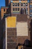 L'avenue de Fift a vieilli le mur de briques le 5ème poids du commerce New York Etats-Unis Image stock