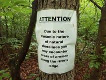 L'avertissement d'attention au sujet de l'érosion se connectent l'arbre en bois photos libres de droits