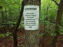 L'avertissement d'attention au sujet de l'?rosion se connectent l'arbre en bois photos stock