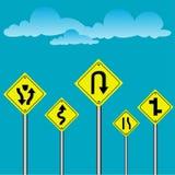 L'avertissement du trafic se connectent le ciel bleu Photographie stock libre de droits