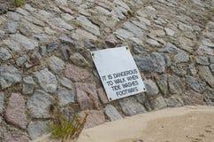 L'avertissement se connectent le chemin affecté par érosion Images libres de droits
