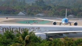L'avion accélèrent avant le départ banque de vidéos