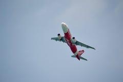 L'avion après décollage flitter admirablement Photo stock