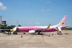 L'avion d'air de NOK a débarqué à l'aéroport international de Surat Thani Photo stock