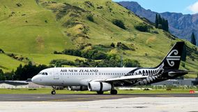 L'avion d'Air New Zealand décolle de l'aéroport Photo stock