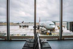 L'avion d'American Airlines a entretenu à l'aéroport de Londres Heathrow Photo stock