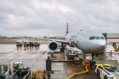 L'avion d'American Airlines a entretenu à l'aéroport de Londres Heathrow Photos stock